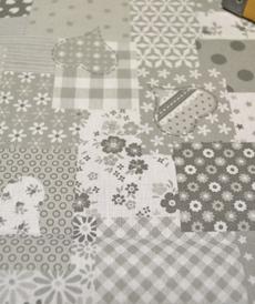 Tissu coton imprimé gris effet patchwork (0.9€/10cm)