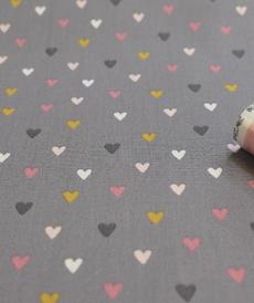 Tissu popeline de coton petits coeurs multi-couleurs fond gris souris