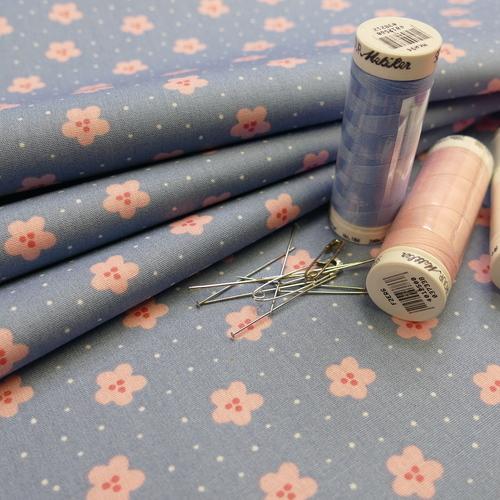 Tissu popeline de coton petites fleurs et points sur fond bleu
