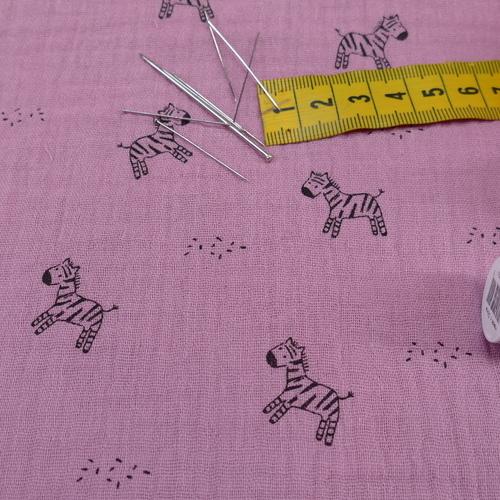 Double gaze de coton vieux rose imprimé petits zèbres (1.20€/10cm)
