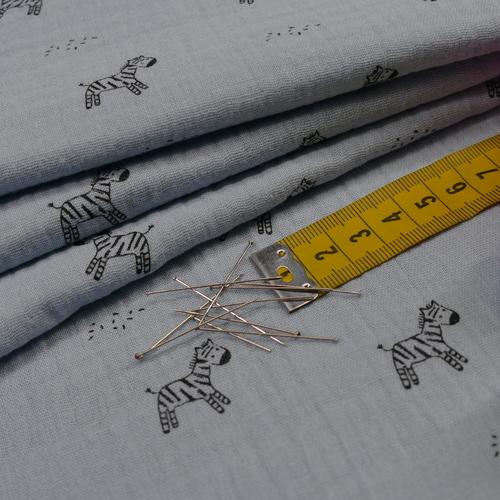 Double gaze de coton bleu imprimé petits zèbres (1.20€/10cm)