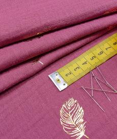 Double gaze de coton vieux rose foncé imprimé feuilles dorées (1.20€/10cm)