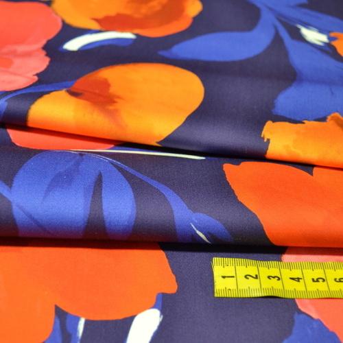Tissu satin de coton stretch imprimé grandes fleurs Hilco (2.5€/10cm)