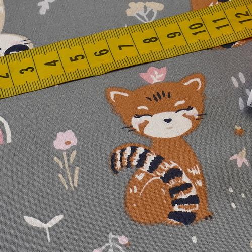"""Tissu cretonne imprimé """"Eyota"""" panda et raton laveur gris douceur ( 10cm/0.85€)"""