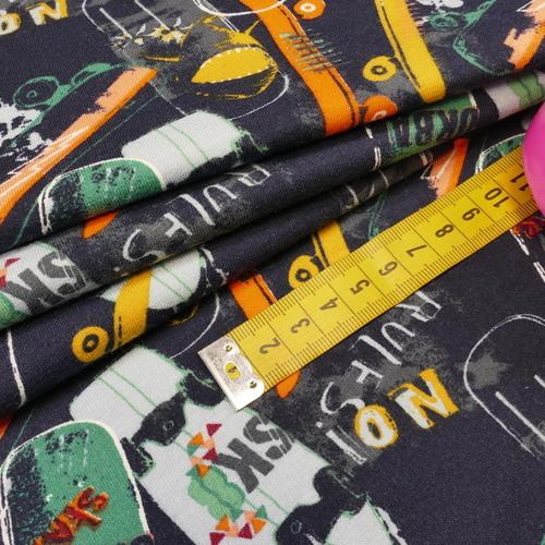 "Jersey sweat molletonné ""skateboards"" marine /multi-couleurs (10cm/1.7€)"