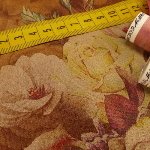 Scuba suédine extensible imprimé fleuri camel ( 10cm/1.35€)
