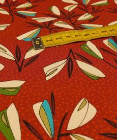 Tissu viscose imprimé fond rouge A la ville By Bittoun (10cm/2.76€)
