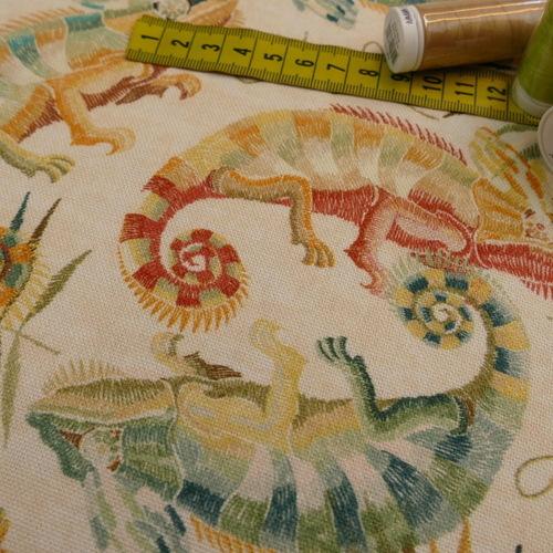 Coupon de Coton panama Caméléons sur fond beige 2.5m