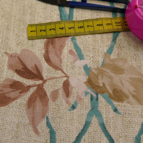 Coton panama beige fond fleuri (1.65€/10cm)