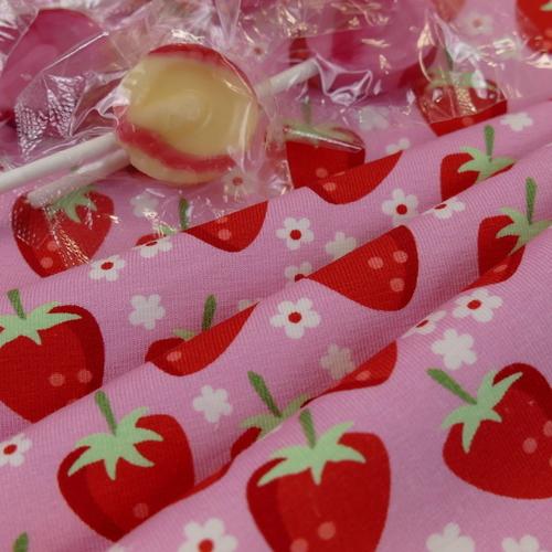 Jersey de coton Fraises sur fond rose de la marque Hilco