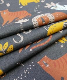 Jersey de coton imprimé safari coloré sur fond anthracite