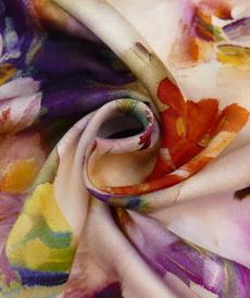 Tissu viscose satiné, imprimé fleuri d'Hilco (2.4€/10cm)
