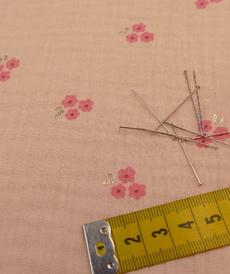 Double gaze de coton saumon fleurie à points brillants (1.29€/10cm)