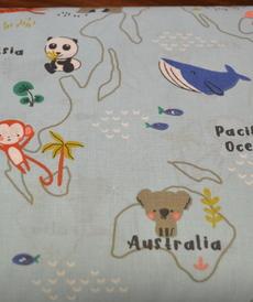 Tissu coton imprimé les animaux dans le monde sur fond bleu(3.5€/50cm)