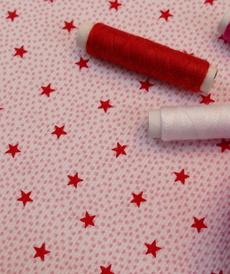 Tissu coton polyester étoiles rouges et pois d'Hilco (1.7€/10cm)