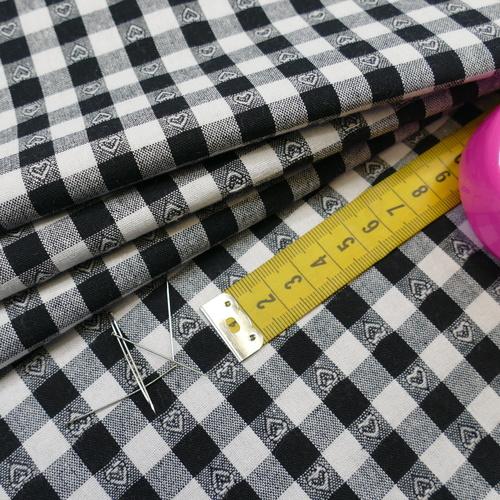 Coton vichy noir à petits coeurs (0.99€/10cm)