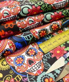 Tissu velours imprimé digital Têtes morts mexicaines (1.95€/10cm)